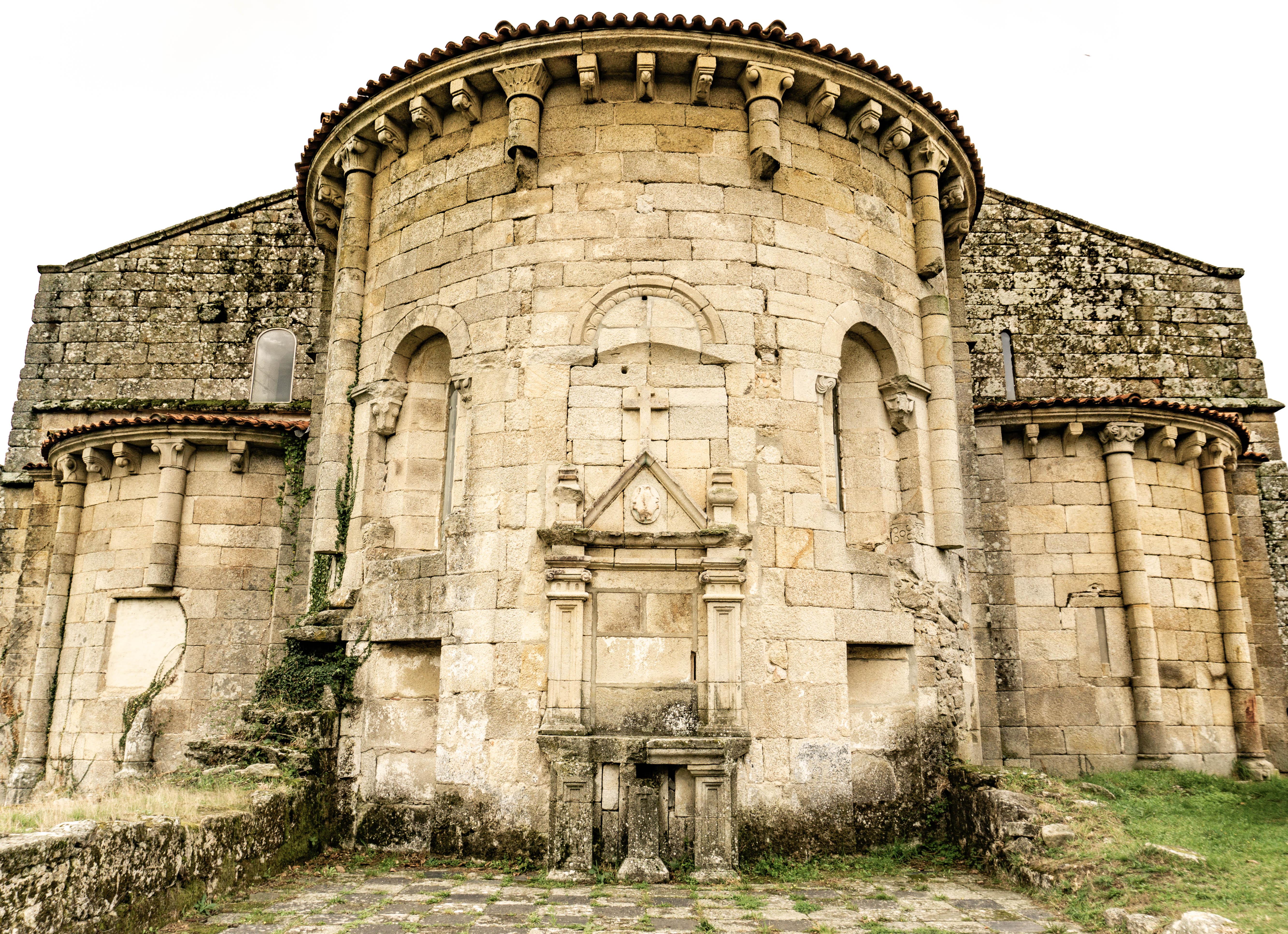 altar-exterior-santa-maria-de-xunqueira-de-espadañedo