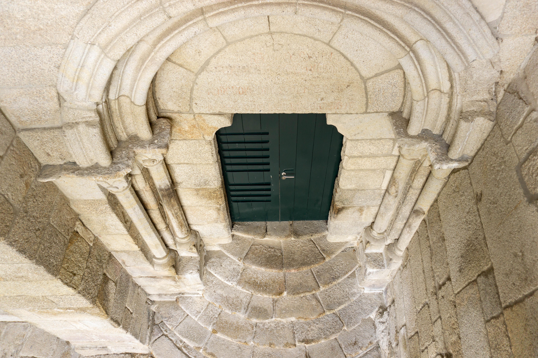 puerta-iglesia-xunqueira-de-espadañedo
